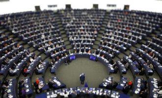 Δεκαπέντε Έλληνες ευρωβουλευτές καλούν την Τουρκία να αφήσει ελεύθερους τους δύο στρατιώτες