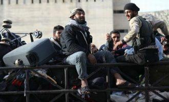 Τζιχαντιστές της Αλ Κάιντα με τις οικογένειές τους εκκένωσαν νότια συνοικία της Δαμασκού