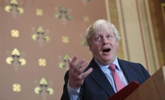 """""""Αηδιαστική"""" η δήλωση Μπόρις Τζόνσον περί Πούτιν-Χίτλερ, λέει το Κρεμλίνο"""