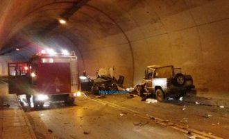 Σοκ στη Ναύπακτο: Ένας νεκρός και τέσσερις τραυματίες από τροχαίο σε σήραγγα (φωτο+βίντεο)