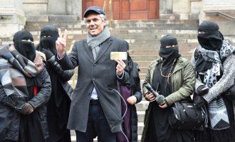 Αλγερινός «δικαιωματιστής» επιχειρηματίας πληρώνει τα πρόστιμα σε όσες φοράνε μπούρκες