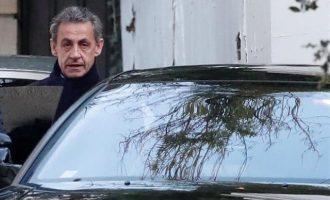 Για δεύτερη ημέρα ανακρίνεται στη Γαλλία ο Νικολά Σαρκοζί