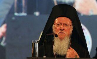 Οικ. Πατριάρχης Βαρθολομαίος σε μαθητές: «Σας πήραμε τις μπάλες και σας δώσαμε κινητά»
