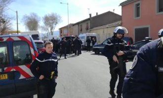 Νεκρός από αστυνομικά πυρά ο τζιχαντιστής που κρατούσε ομήρους σε σούπερ μάρκετ στη Γαλλία