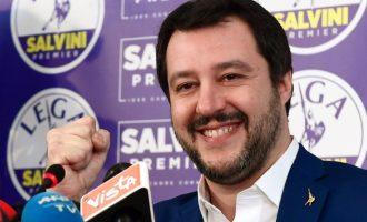 """Κάνει """"πάρτι"""" o Σαλβίνι: Oι Ιταλοί """"φορτσάρουν"""" τρελά τα ποσοστά της Λέγκας"""