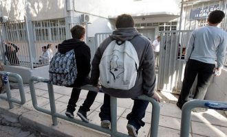 13χρονος έβγαλε πιστόλι και πυροβόλησε μέσα σε σχολείο στη Λαμία