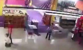 """Δείτε τις εφιαλτικές σκηνές που εκτυλίχθηκαν στο μοιραίο εμπορικό κέντρο της Ρωσίας – """"Ήταν φτιαγμένο από σ@@@ και άχυρα"""""""