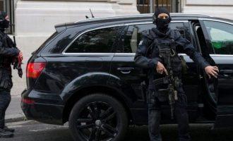 Άνδρας προσπάθησε να χτυπήσει με αυτοκίνητο στρατιωτικούς στη Γαλλία