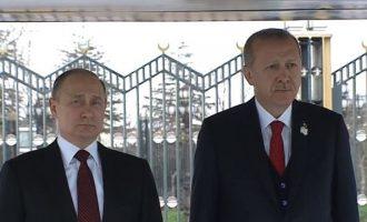 Έφθασε στην Άγκυρα ο Πούτιν – Θα πάει και στο Ακουγιού για τον πυρηνικό σταθμό