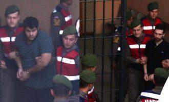 Βίντεο με τους 2 Έλληνες στρατιωτικούς κατά την προσαγωγή τους στο δικαστήριο της Αδριανούπολης