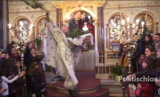 Η μοναδική Ανάσταση στη Χίο από τον «ιπτάμενο» ιερέα Χριστοφόρο Γουρλή (βίντεο)