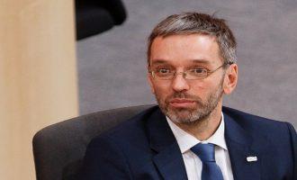 Αυστριακός ακροδεξιός υπουργός ζητά να απαγορευθεί η είσοδος προσφύγων στην Ευρώπη