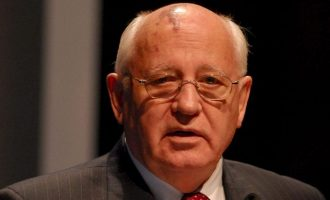 O Γκορμπατσόφ φοβάται πόλεμο Ρωσίας και ΗΠΑ