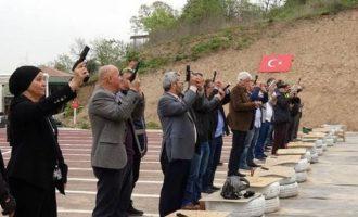 Τούρκοι μουχτάρηδες εκπαιδεύτηκαν από την Αστυνομία να ρίχνουν με πιστόλια και καλάσνικοφ