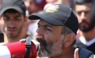 """Ο Πασινιάν πήρε και επισήμως το """"χρίσμα"""" για να διεκδικήσει την πρωθυπουργία στην Αρμενία"""