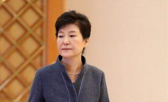 Σε 24 χρόνια φυλακή καταδικάστηκε η πρώην πρόεδρος της Νότιας Κορέας
