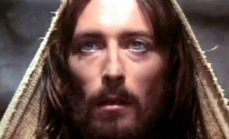 Πώς είναι σήμερα ο ηθοποιός που υποδύθηκε τον «Ιησού από τη Ναζαρέτ» (φωτο)