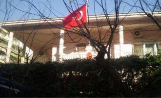 Ο Ρουβίκωνας επιτέθηκε στο τουρκικό προξενείο