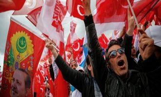 O Eρντογάν συλλαμβάνει 15 φοιτητές που διαμαρτυρήθηκαν για τις επιχειρήσεις στην Εφρίν