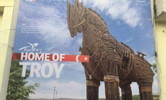 Απίστευτη παραχάραξη της ιστορίας: Η Τουρκία ανακήρυξε το 2018 σε «έτος Τροίας» (βίντεο)