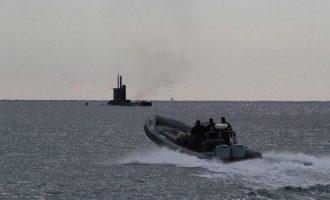 Mέι έτοιμη για όλα: Η Βρετανία έστειλε υποβρύχια με πυραύλους μια ανάσα από την Συρία
