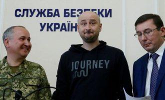 Μαλλιά κουβάρια Ρωσία-Ουκρανία για τον δημοσιογράφο «πτώμα» – Μόσχα: Στήσατε «μασκαράτα»