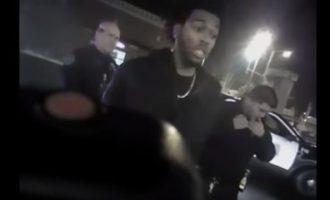 Η στιγμή που «χτυπούν» με taser συμπαίκτη του Αντετοκούνμπο – Σάλος στις ΗΠΑ (βίντεο)