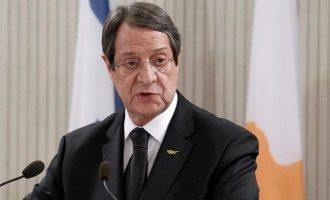 Καμιά υποχώρηση με την αποκεντρωμένη ομοσπονδία στην Κύπρο, ξεκαθαρίζει ο Αναστασιάδης