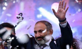 Ποιος είναι ο νέος πρωθυπουργός Νικόλ Πασινιάν που αλλάζει το πολιτικό τοπίο στην Αρμενία