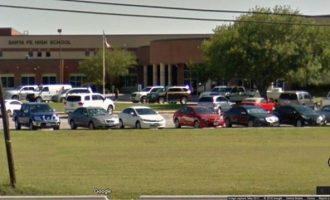 Συνελήφθη ένοπλος που άνοιξε πυρ σε λύκειο του Τέξας