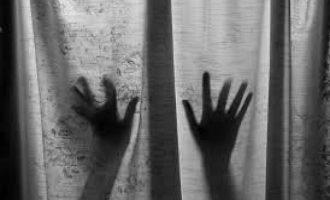 Φρίκη στην Εύβοια: Έλληνας και Ινδός ύποπτοι για βιασμό 14χρονου αγοριού