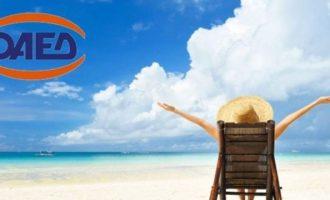ΟΑΕΔ: Περιμένουμε πάνω από 250.000 αιτήσεις για επιδότηση διακοπών – Ποια νησιά «προμοτάρονται»