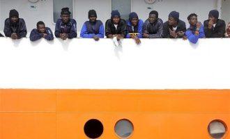 Πώς αλλάζει η προσφυγική πολιτική της Ιταλίας μετά την «πόρτα» στο Aquarius