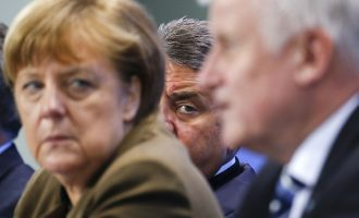 Η Γερμανία παρακάμπτει του κανόνες της «Ζώνης Σένγκεν» και τα… φορτώνει στον Ζέεχοφερ