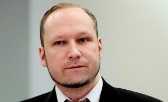 Ο ακροδεξιός μακελάρης Μπρέιβικ που σκότωσε 77 αθώους ζητά αποφυλάκιση
