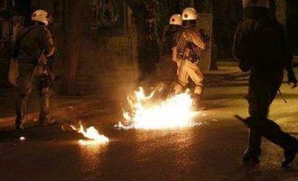 Συνελήφθησαν 11 άτομα για τις επιθέσεις εναντίον αστυνομικών στα Εξάρχεια
