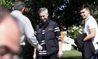 O Μιχάλης Λεμπιδάκης δώρισε 30 αυτοκίνητα στην Αστυνομία  αξίας 646.319,02 ευρώ