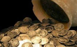 Αχαΐα: Αγρότης πριν πεθάνει άφησε στην κόρη του δύο βαρέλια με χρυσές λίρες!