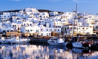 Le Monde: Ξένοι επενδυτές επιθυμούν να αποκτήσουν σπίτι σε ελληνικά νησιά