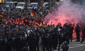 Η Die Zeit «έντρομη» διαπιστώνει την άνοδο της ακροδεξιάς στην ΕΕ αρνούμενη να «αγγίξει» τα αίτια