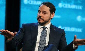 Ο γαμπρός του Ερντογάν σε τηλεδιάσκεψη με ξένους επενδυτές για να τους πείσει ότι η Τουρκία είναι «αξιόπιστη»
