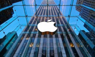 Πρώτη αμερικανική εταιρεία που αξίζει 1 τρισ. δολάρια η Αpple