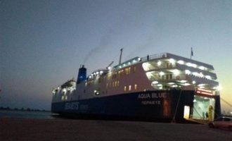 Στον προβλήτα του λιμανιού της Σκιάθου με 170 επιβάτες προσέκρουσε το «Aqua Blue»