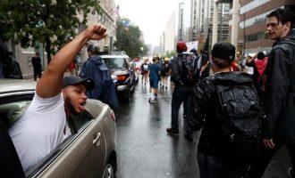 Πώς ξεφτιλίστηκαν οι οπαδοί της «ανωτερότητας της λευκής φυλής» στην Ουάσιγκτον