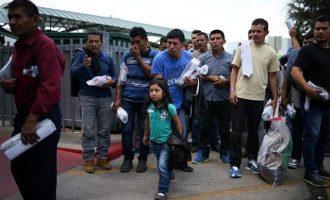 Μετανάστες που κρατούνται στο Τέξας ξεκίνησαν απεργία πείνας μαζί με τα παιδιά τους
