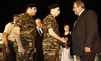 Συγκίνηση στο πανελλήνιο: Γύρισαν ένστολοι οι δύο στρατιωτικοί (φωτο+βίντεο)