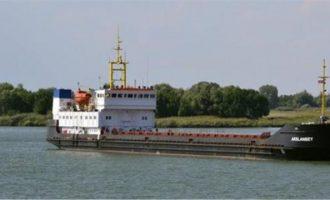 Πλοίο που πήγαινε Κωνσταντινούπολη «κόλλησε» στη βόρεια Εύβοια