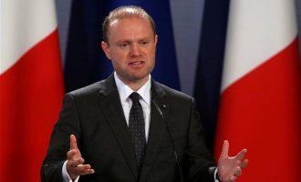 Η Ευρωβουλή καλεί σε παραίτηση τον πρωθυπουργό της Μάλτας