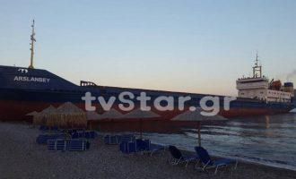 Τουρκικό πλοίο προσάραξε σε παραλία της Εύβοιας