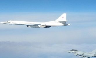 Ψυχρός πόλεμος στους αιθέρες: Ρωσικό βομβαρδιστικό «μπήκε» στο βρετανικό εναέριο χώρο